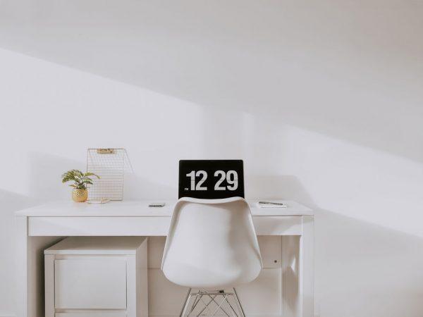 Ruim je bureau op dag